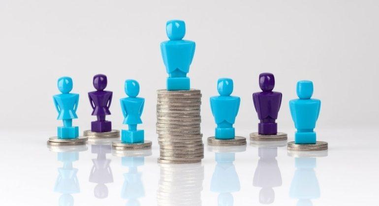Кто занимает должности самых высокооплачиваемых менеджеров правительства и каковы их заработные платы