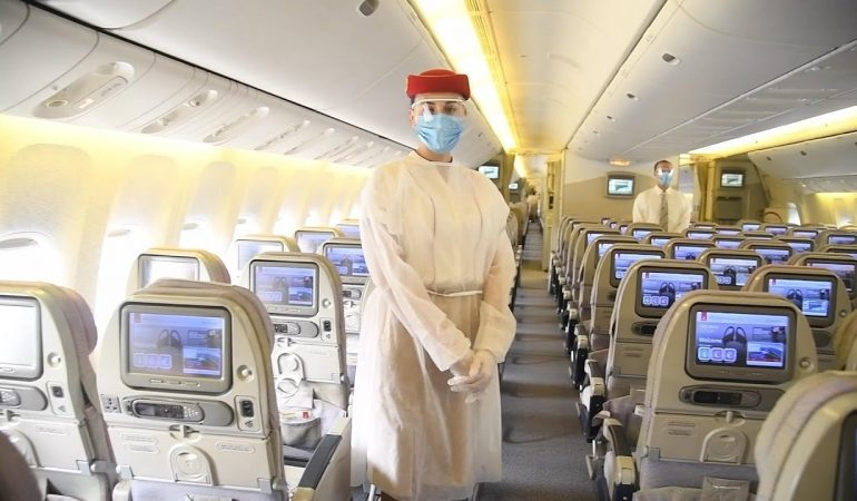 ავიაკომპანია Emirates-ი ბორტზე შუა სკამს აუქმებს – ზომები, რომლებიც პანდემიის გამო მიიღეს