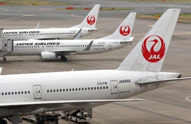 """Japanese Airlines-ი მგზავრებს """"ქალბატონო და ბატონო""""-თი აღარ მიმართავს"""