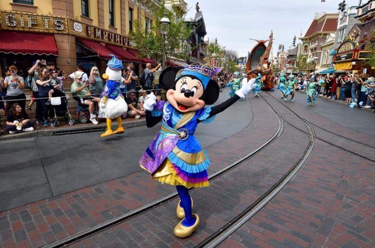 Disneyland-ი და Walt Disney World-ი  თემატურ პარკებს ხურავს