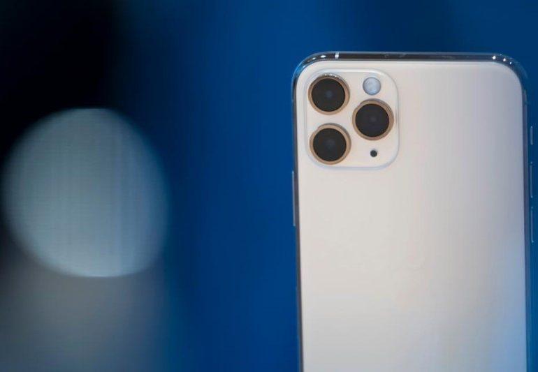 Apple-მა უჩვეულო დიზაინის iPhone-ი დააპატენტა