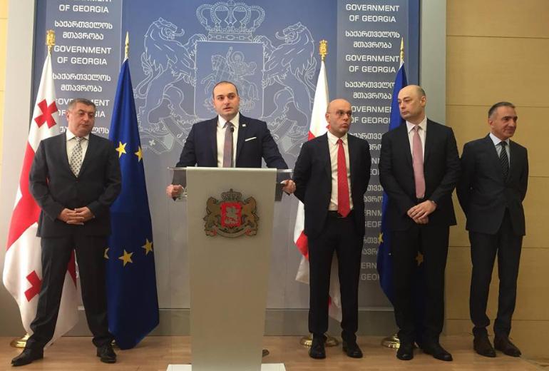 Başbakan, bakanlar yeni kabinesini sunmuştur