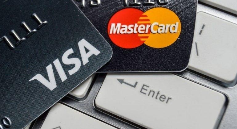 Уменьшилось количество платежных карт, выпущенных в Грузии