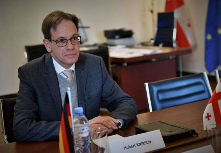 """ევროკავშირი: """"ვგმობთ თავდასხმებს გერმანიის ელჩის ჰუბერტ ქნირშის წინააღმდეგ"""""""