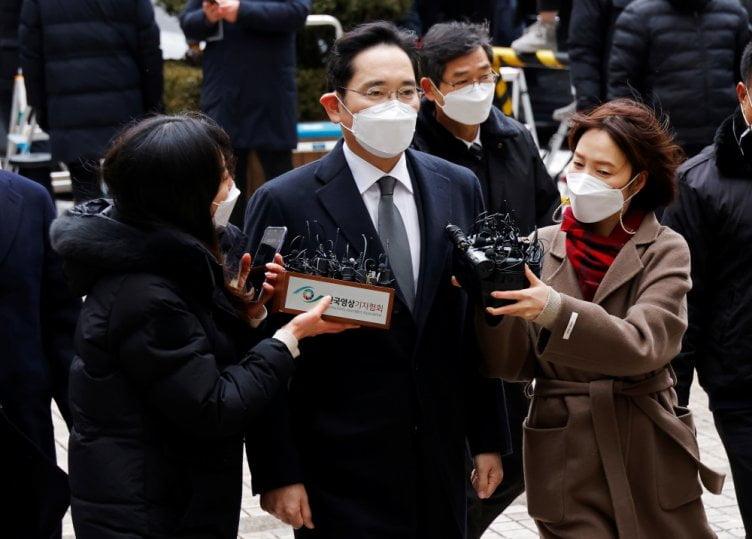 Samsung-ის მემკვიდრეს თავისუფლების აღკვეთა მიუსაჯეს