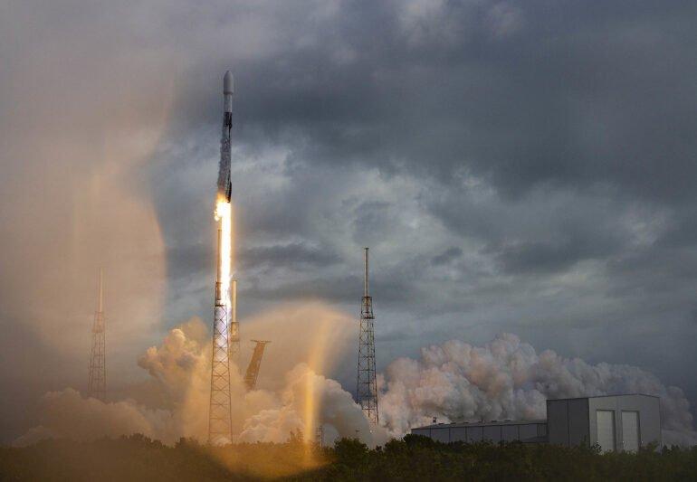 SpaceX-მა კოსმოსში რეკორდული რაოდენობის თანამგზავრი გაუშვა