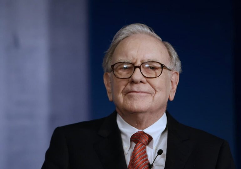 Warren Buffett recommended these 4 books to learn about investing
