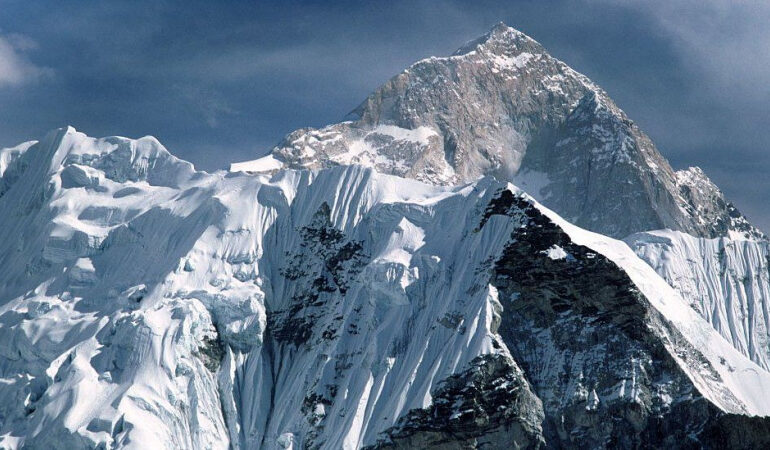 Mt Everest grows by nearly a metre to new height - BBC