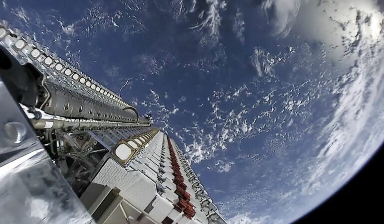 მსოფლიოს ორი უმდიდრესი ადამიანის კომპანიები ერთმანეთთან კოსმოსურ კონკურენციაში შედიან