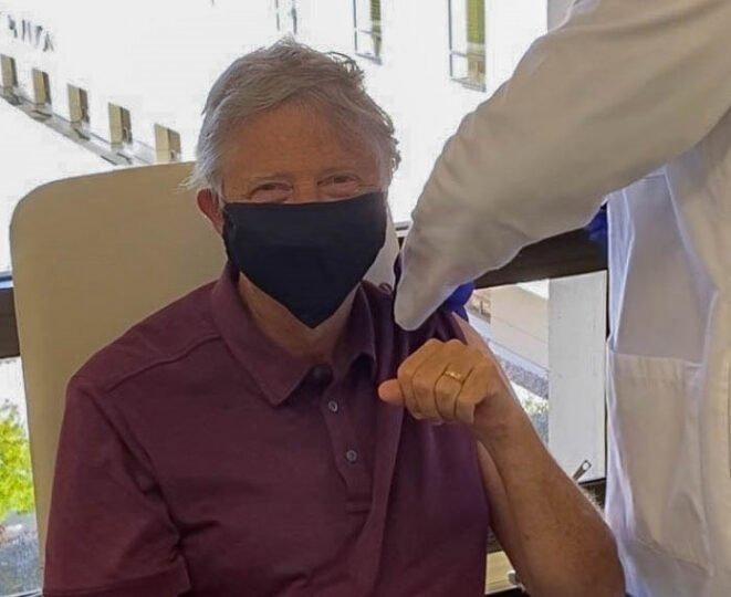 Bill Gates receives Covid vaccine