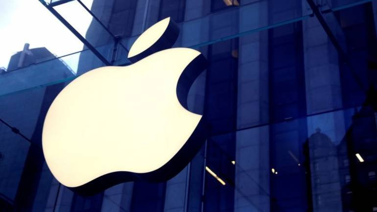 Apple sees revenue growth accelerating after setting record for iPhone sales