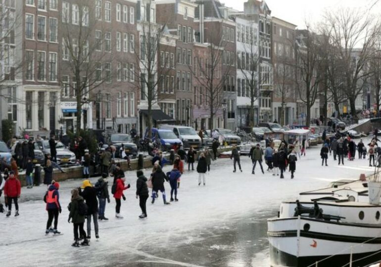 Amsterdam to allow Airbnb rentals in city centre after court order