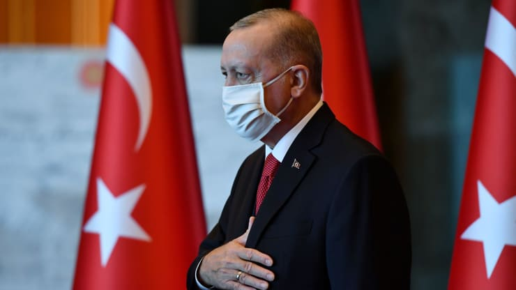 Erdogan calls on Turks to help stabilize the lira as investors fear a monetary crisis